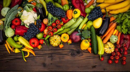 Cho trẻ ăn nhiều rau củ trái cây