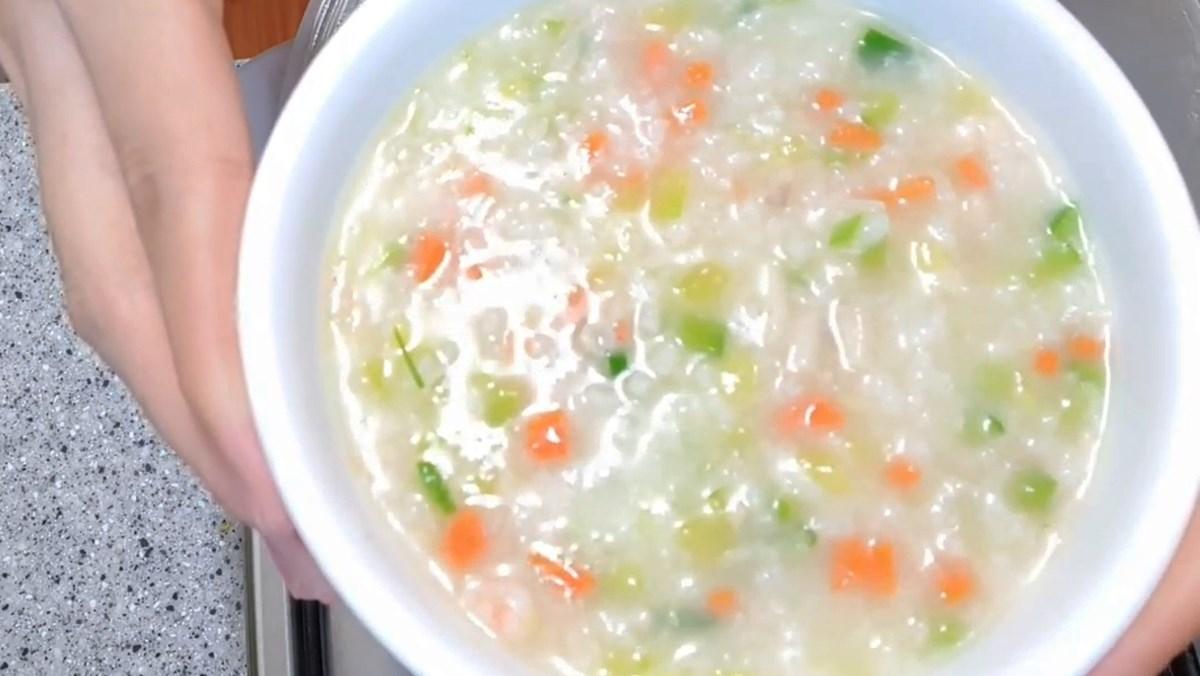 Món cháo bí ngòi tôm cà rốt cho bé từ 8 tháng tuổi