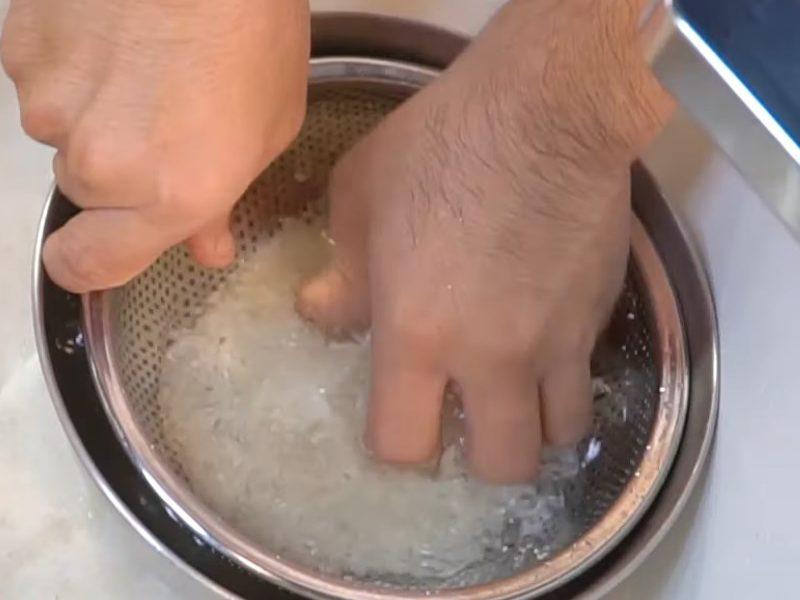 Gạo đem đi vo nhẹ