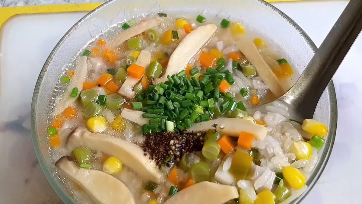 Món cháo rau củ chay ấm lòng ngày mưa lạnh
