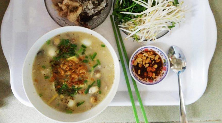 Món cháo cá lóc nấm rơm thịt viên đơn giản tại nhà