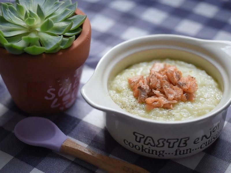 Món cháo cá hồi đậu Hà Lan bổ dưỡng cho bé ăn dặm