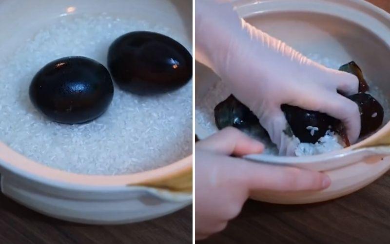 Vo sạch gạo và trộn chung với trứng bắc thảo