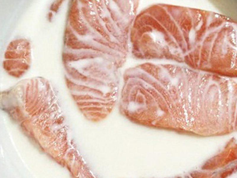 Ngâm cá trong sữa tươi không đường