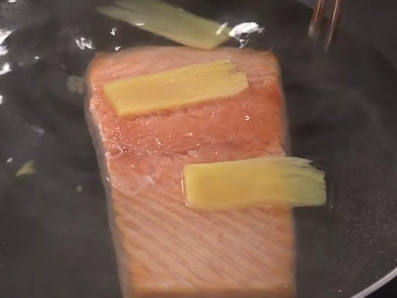 Luộc thịt cá hồi