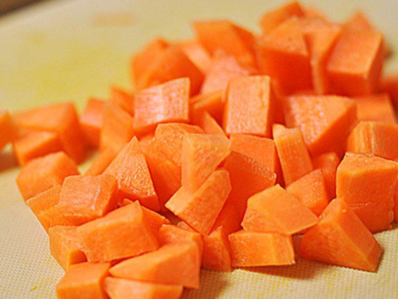 Cà rốt cắt thành hạt lựu