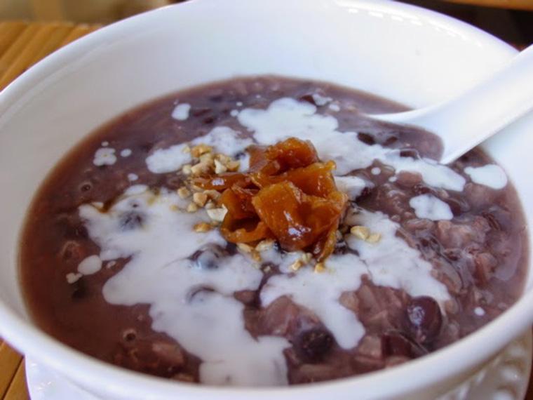 Món cháo đậu đỏ nước cốt dừa bổ dưỡng cho bé ăn dặm