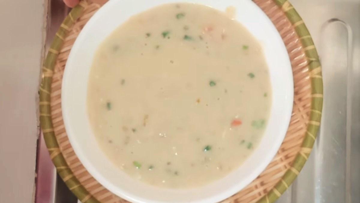 Món cháo trứng cà chua cho bé từ 7 tháng tuổi ăn dặm